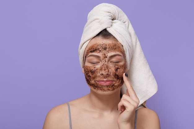 Ingredients like honey, turmeric, and aloe vera can be used on the skin regardless of the skin type to help with pregnancy acne.
