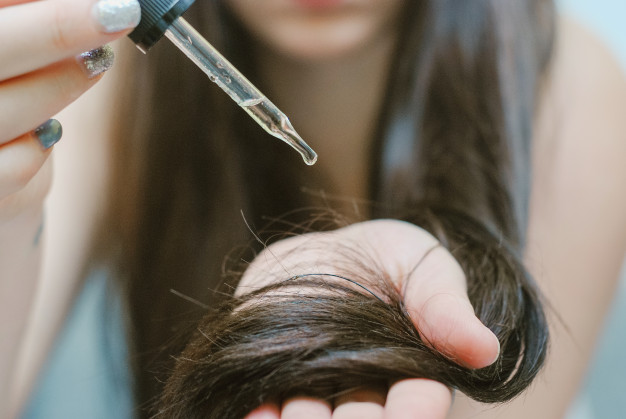This oil will aid in the reduction of split ends, hair damage, and dandruff.